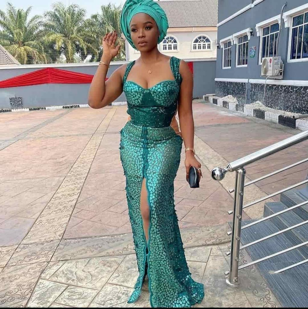 PHOTOS Gorgeous Asoebi Dress Styles For Weddings, Churches & Engagements - New African Fashion Dresses