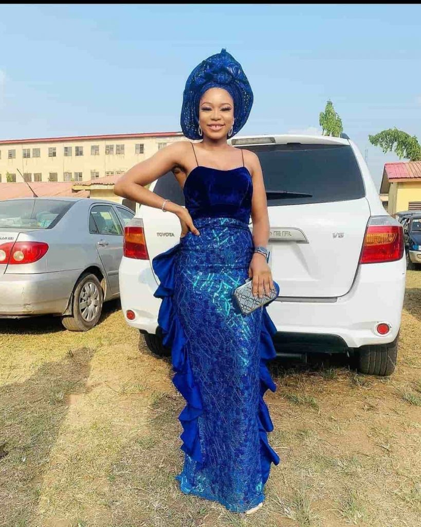 PHOTOS:  Nice-Looking Asoebi Fashion Styles For Ladies - African Dresses For Wedding & Engagements 2021