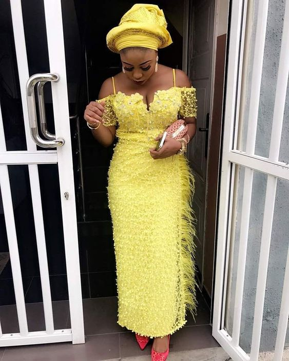 Eye-Catching traditional Wedding Gowns - The best Asoebi Fashion Styles.